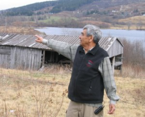 Doug Knockwood, Indian Brook First Nation, shares stories of his childhood at the old saw mill near Newville Lake, NS, with the MDCC staff in June 2006.